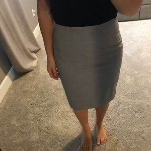 Grey fitted skirt